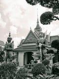 Portieri del gateangel dei giganti del palazzo di storia di Bangkok Tailandia di architettura del tempio antico della destinazion immagine stock libera da diritti