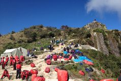 Portiers bij de Pas van het Overledene in Inca Trail aan Machu Picchu Stock Afbeeldingen