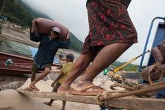 Portiers laotiens sur le Mekong Photos libres de droits