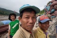 Portiers laotiens sur le Mekong Photographie stock