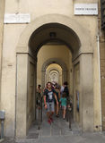 Portik nära Ponte Vecchio i Florence Arkivfoton