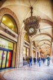 Portik och gallerier i bolognaen, Italien Arkivfoto