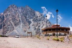 Portillo-Berge und Hotel Chile stockfotografie
