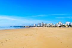 Portimao-Strand breit Stockfoto