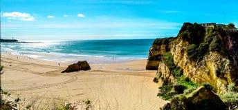 Portimaostrand, Algarve, Portugal, de Atlantische Oceaan Stock Afbeeldingen