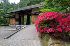 Portingång på den Portland japanträdgården Arkivbilder