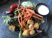 Portion agréable au goût de la salade de César photo stock