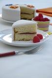 Portion av Victoria Sponge Cake på plattan Royaltyfri Fotografi