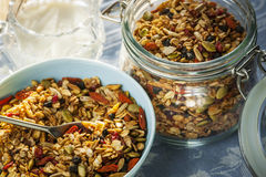 Portion de granola faite maison image stock