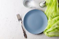 portion grise vide de plat pour le dîner photo stock