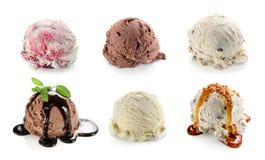 Portionierercollage mit Vanille-, Schokoladen- und Blaubeereiscreme Stockbild