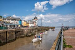 Portishead-Jachthafen, Yachten, die Jachthafen vom Fluss Severn kommen stockbild