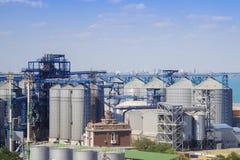 Portkornhiss Industriell terminal för korn för zon last för i stora partier för havshandelport Arkivfoto