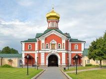Portkyrkan i den Valday Iversky kloster, Ryssland Arkivfoton