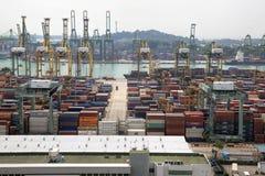 Portl Singapur stocznia z zbiornikami Obraz Stock