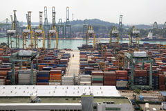 Portl van de Scheepswerf van Singapore met Containers Stock Afbeelding