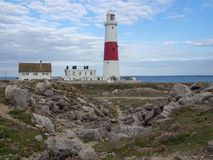 Portland Bill Lighthouse på en sommardag royaltyfria foton