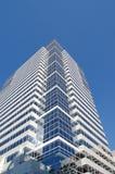 Portland, ELLER blå himmel för kontorsbyggnad och royaltyfri bild