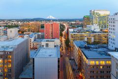 Portland ELLER Cityscape längs den Morrison bron USA Arkivbild