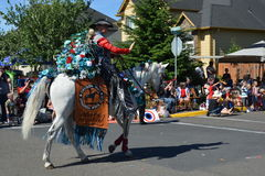 Portland, EUA - 4 de julho de 2012: Um homem na parada do cavalo em Independ Imagens de Stock Royalty Free