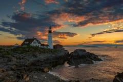 Portland Head fyren på soluppgång i udde Elizabeth, Maine, USA royaltyfri foto