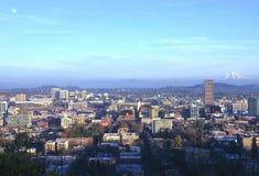 Portland O., paisaje de la ciudad en la puesta del sol. Fotos de archivo