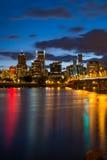 Portland Orégon la nuit image stock