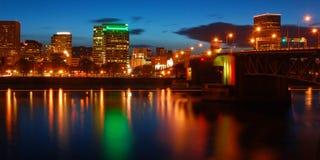 Portland Oregon bij Nacht Stock Foto's
