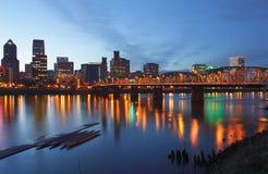 Portland Oregon en la oscuridad. imagenes de archivo