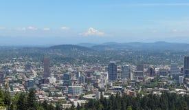 Portland Oregon horisont som ses från den Pittock herrgården royaltyfria bilder