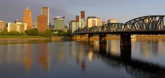 Portland Oregon panorama i morgonljus Fotografering för Bildbyråer