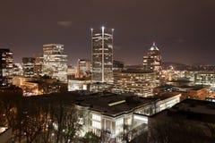 Portland-Skyline nachts Stockbild