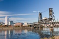 Portland-Stahlbrücke und im Stadtzentrum gelegen Lizenzfreie Stockbilder