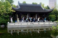 Portland, OF: Tai'Chi bij Chinese Klassieke Tuin Stock Foto's