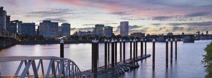Portlandzka linia horyzontu Łódkowatym dokiem przy zmierzchem Obraz Stock