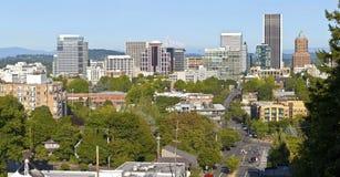 Portlandzka Oregon linii horyzontu panorama z Mt. kapiszonem. Zdjęcia Royalty Free