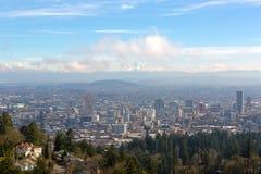 Portlandzki pejzaż miejski z Mt kapiszonu dnia widokiem Obraz Stock