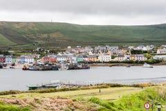 Portmagee, взгляд от Valentia стоковое изображение