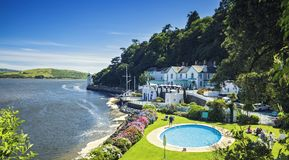 Portmeirion美丽如画的沿海村庄在北部威尔士,英国 免版税图库摄影