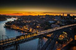 Porto żelaza mosta noc obraz royalty free