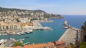 Porto agradável com muitos iate do luxo e barcos, transporte da água, vista aérea filme