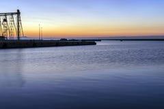 Porto all'alba sotto cielo blu Fotografie Stock Libere da Diritti
