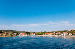 Porto bonito Agios Nikolaos do lugar, Ormos Panagias, Sithonia, Grécia Imagem de Stock Royalty Free