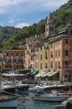 Porto bonito de Portofino, uma aldeia piscatória italiana, Genoa, Itália Foto de Stock