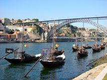 Porto-Boote auf dem Douro stockfotografie