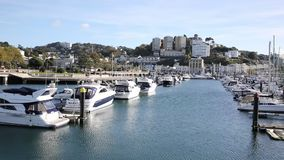 Porto BRITÂNICO de Torquay Devon com barcos e iate na bandeja bonita do dia filme