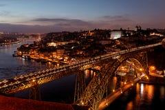 Porto brug in nacht, Portugal Stock Fotografie