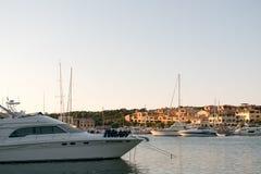 PORTO CERVO, SARDINIA WŁOCHY - 07 07 2017 Marina przy Porto Cervo w Sardinia na Maju Zdjęcie Royalty Free