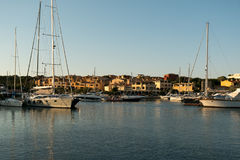 PORTO CERVO, SARDINIA WŁOCHY - 07 07 2017 Marina przy Porto Cervo w Sardinia na Maju Obraz Royalty Free