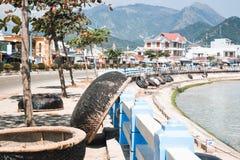 Porto con le barche di vietnamita di pesca fotografia stock